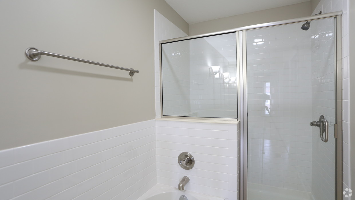 the-whitney-columbus-oh-bathroom---3br-25ba---1721-1831-sf (1)