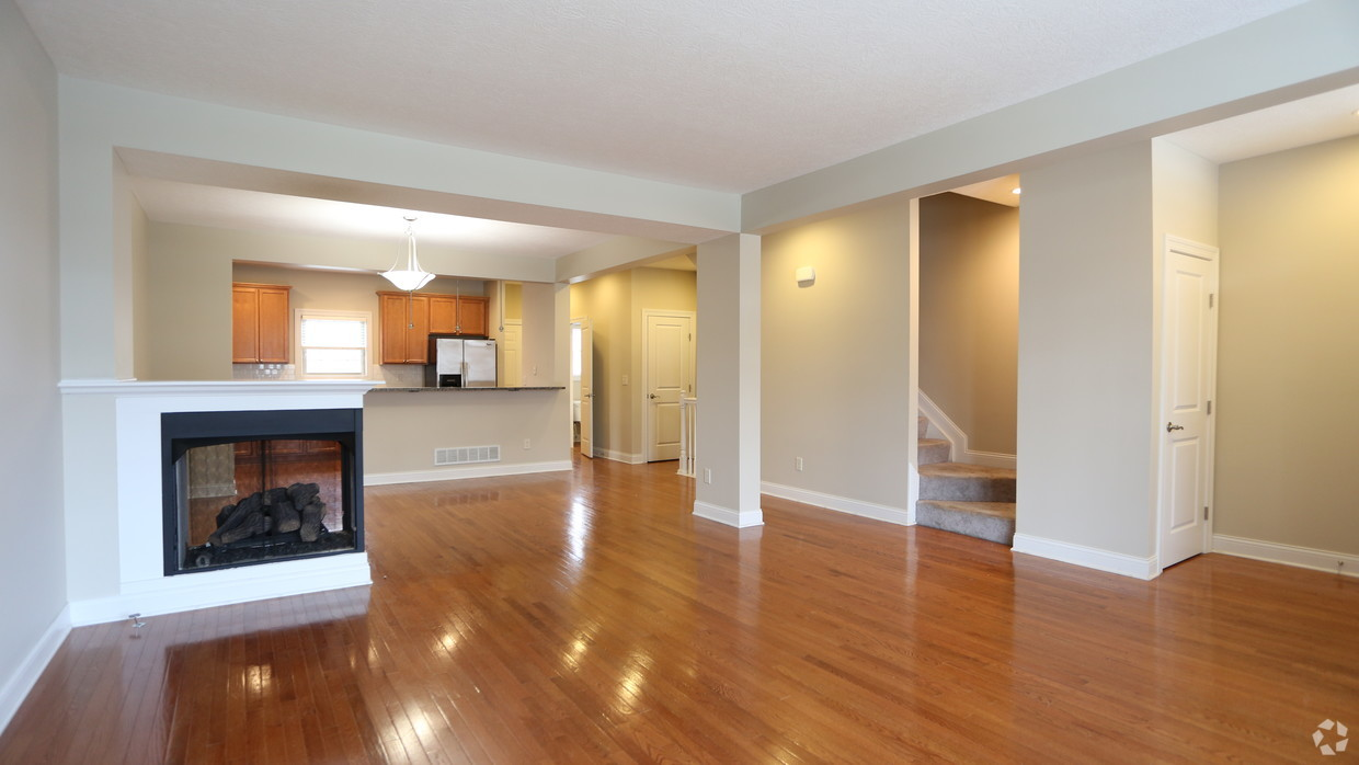 the-whitney-columbus-oh-living-room---3br-25ba---1721-1831-sf