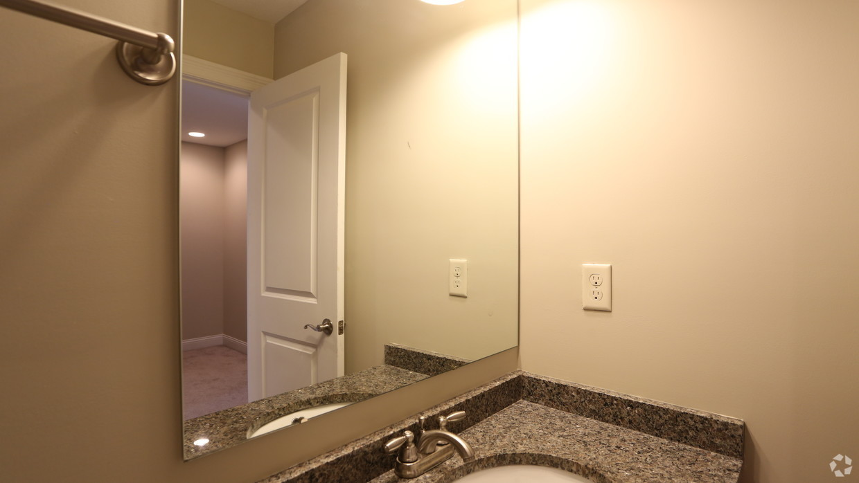 the-whitney-columbus-oh-second-bathroom---3br-25ba---1721-1831-s
